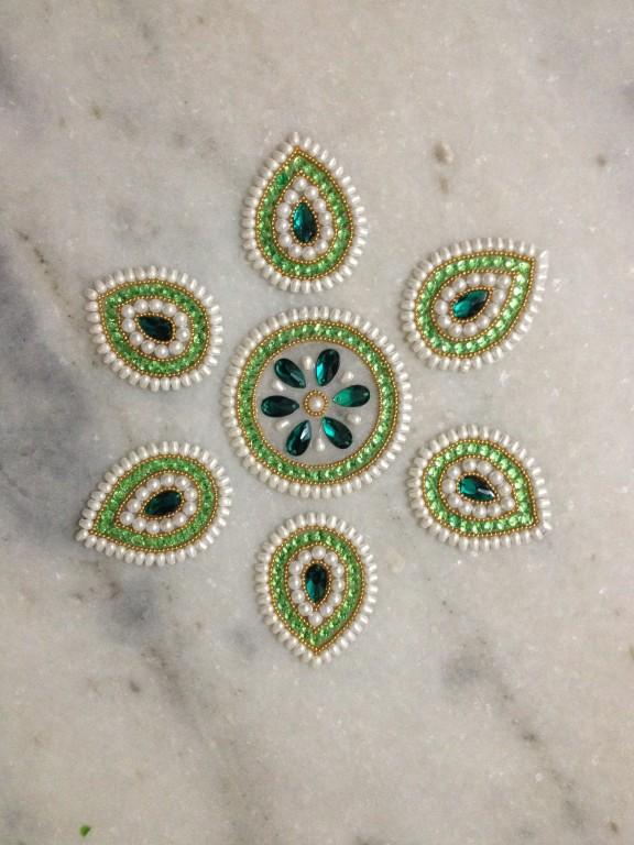 14 kundan rangoli design by neeta